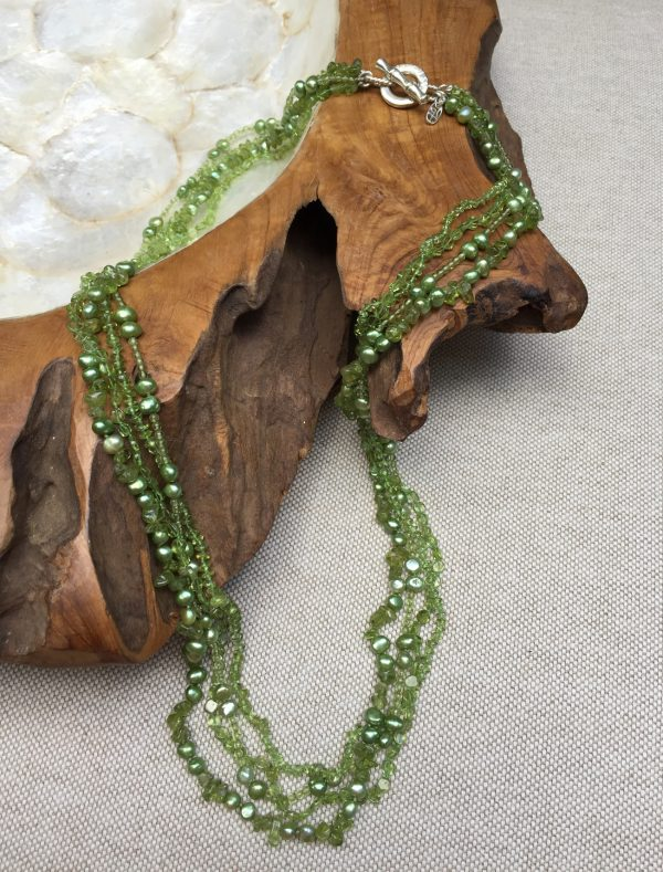 Picture of the Peridot and Pearl Neckalce